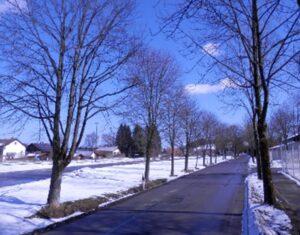Auch im Winter schön: die Peitinger Bahnhofsstraße