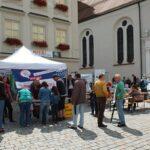 Viele Menschen kamen extra auf den Marienplatz, um das Volksbegehren zu unterschreiben. (Foto: M. Unger)