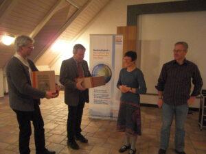 Andreas Scharli und Stefan Emeis erhielten ein Präsent von der UIP (Claudia Fenster-Waterloo, Leo Barnsteiner)