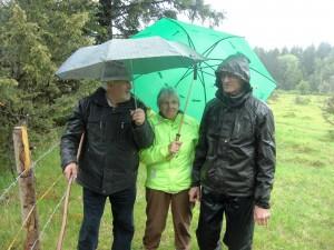 Fridolin Schwarz (links) mit zwei Teilnehmern der Gruppe.