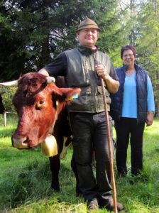 Gabi und Günter Kirchner aus Lechbruck mit ihren Pinzgauer Rindern
