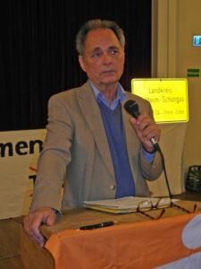 Henning Hintze hat für die Frankfurter Rundschau, den Norddeutschen Rundfunk und die Deutsche Welle gearbeitet, bevor er für insgesamt neun Jahre als Entwicklungshelfer nach Afrika ging. Er weiß also, wovon er spricht. (Foto: Sigi Müller)